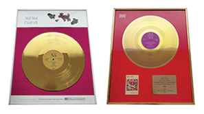 2 Gold discs